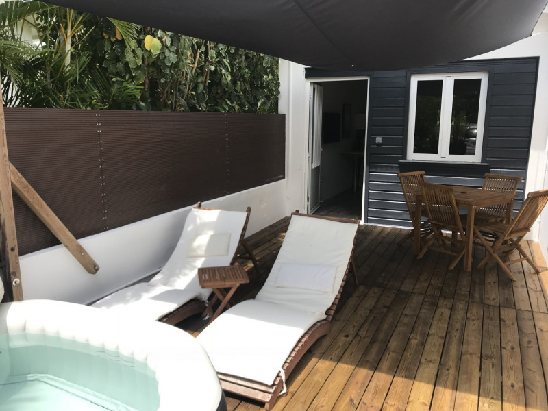 Terrasse avec jacuzzi