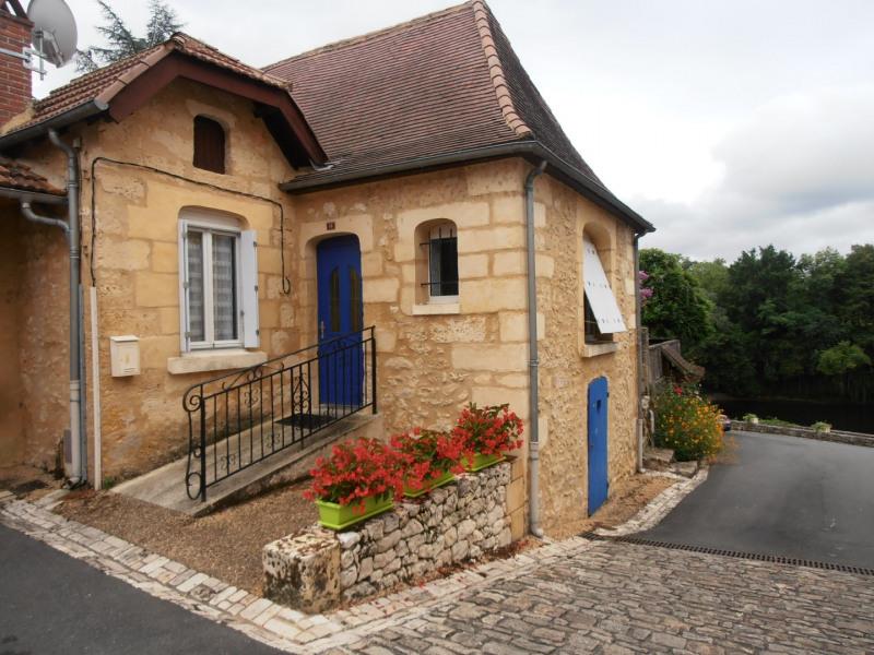 Havre de paix dans le petit port de Tuilières  près de la Dordogne et de la vélo-route voie verte