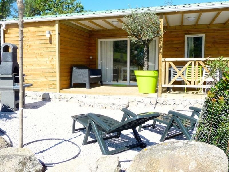 Location chalets en bois véritable , tout équipé , climatisé avec terrasse couverte
