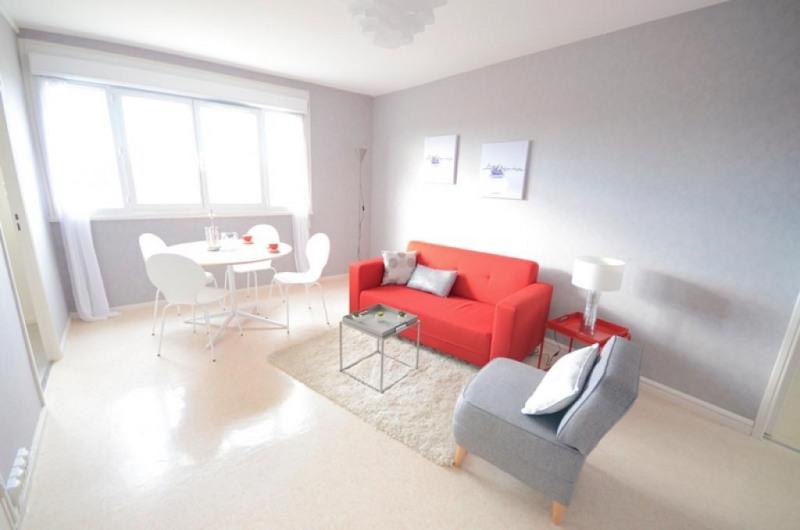 Appartement grand charmont avec une salle de bain 15 for Appartement a louer a bruxelles 1 chambre pas cher
