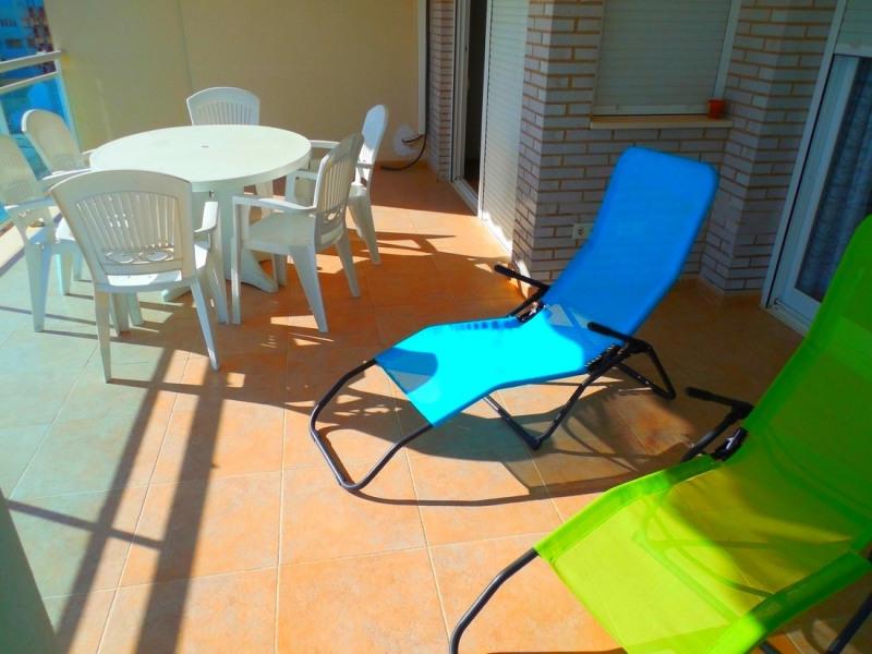 Splendide appartement spacieux, Grande terrasse,vue magnifique mer,plage de sable fin(150m),TNT,WIFI,parking privé, pisc