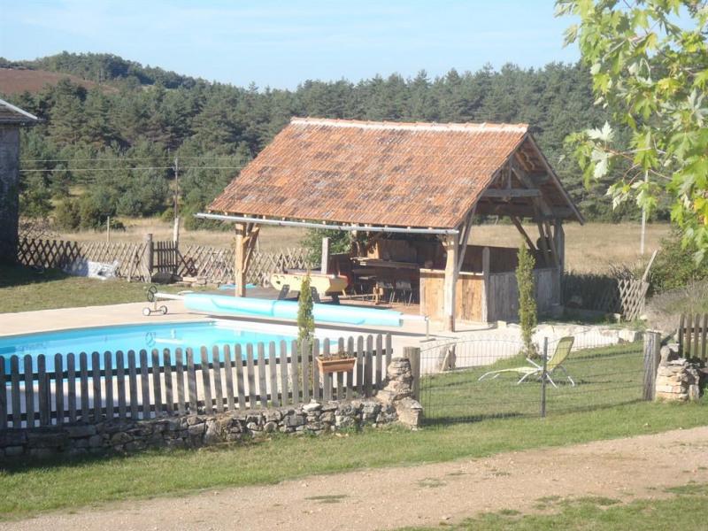 le pool house et sa piscine