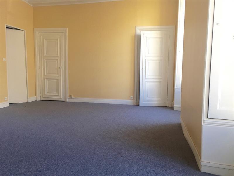 location bureau versailles notre dame 78000 bureau versailles notre dame de 85 m ref vers670. Black Bedroom Furniture Sets. Home Design Ideas