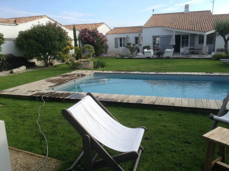 Belle villa proche mer, piscine dans grand jardin calme sud, 8 à 10 pers, wifi