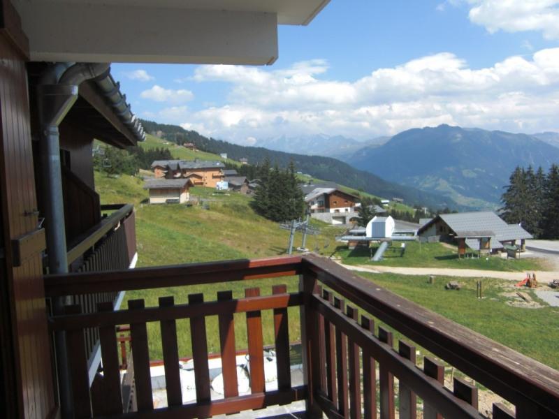 Vue depuis le balcon (en été) télésiége des Rosières en bas à droite