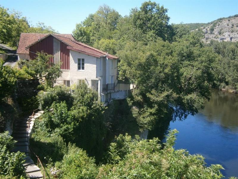le logement et sa descente privée sur la Dordogne