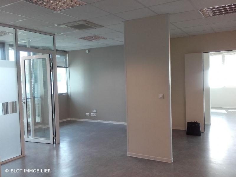 location bureau lab ge 31670 bureau lab ge de 203 m. Black Bedroom Furniture Sets. Home Design Ideas