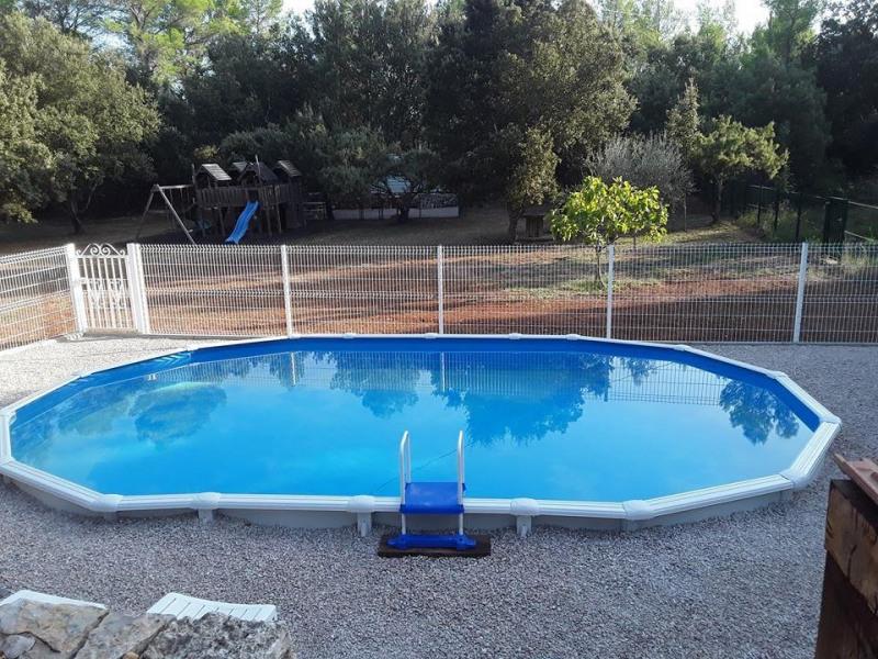 piscine et espace jeux