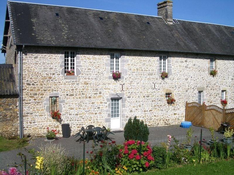Gite de France - 2 gîtes ont été aménagés dans la grande dépendance en pierre.