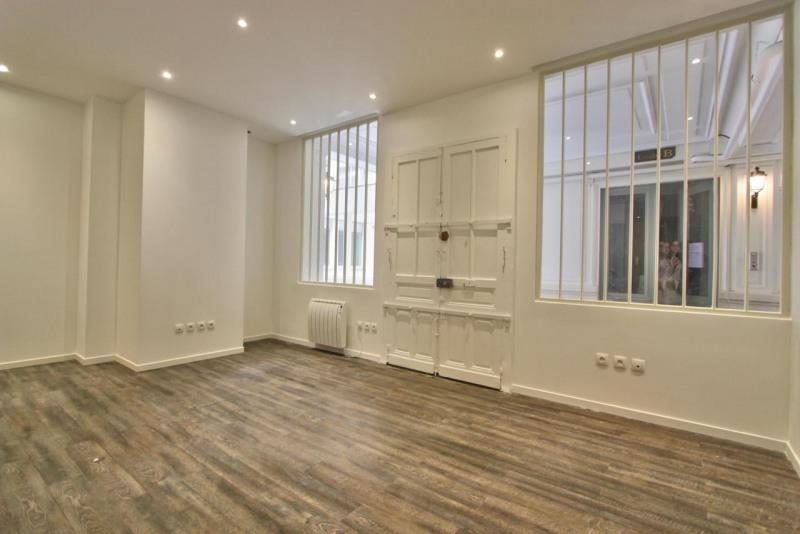 location bureau paris 9 me 75009 bureau paris 9 me de 100 m ref 586974. Black Bedroom Furniture Sets. Home Design Ideas