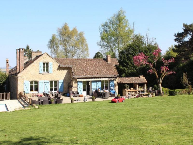 La maison vue du jardin.
