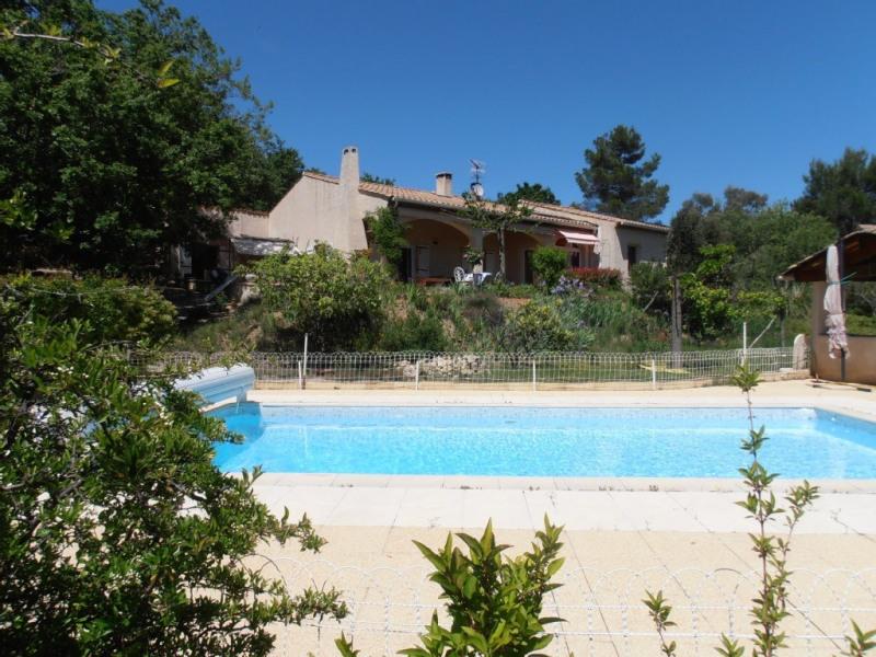 Villa avec piscine au centre de la pinède