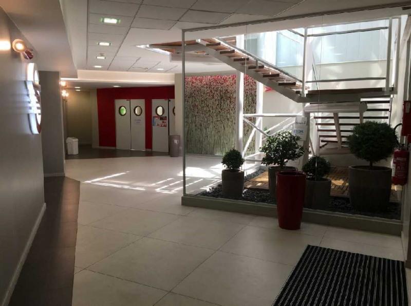 location bureau montigny le bretonneux saint quentin. Black Bedroom Furniture Sets. Home Design Ideas