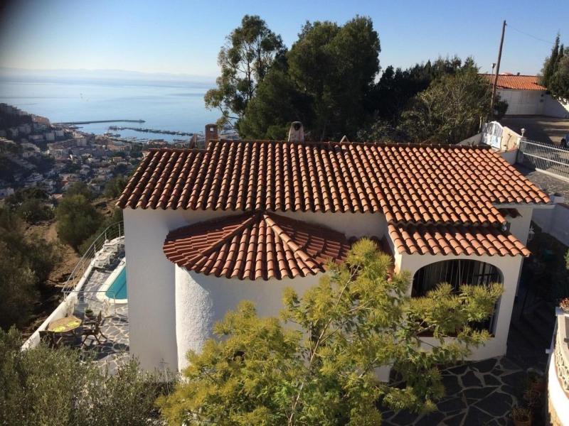 ROSAS  Maison de 175m² vue sur mer avec piscine donnant sur le parc néolithique