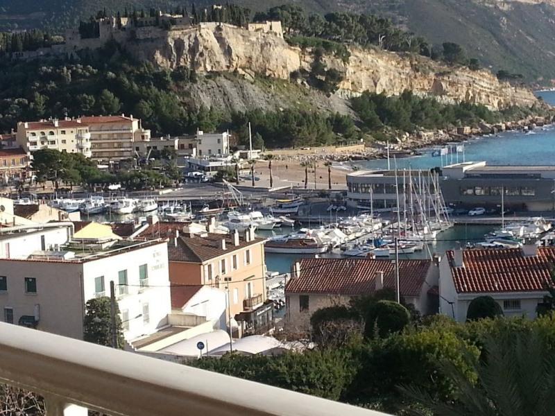 Méditerr. T2 large Balcon Pkg , vue panoramique/port , cap Canail, calm confortable 10mn plages et 5 des commerces à pie
