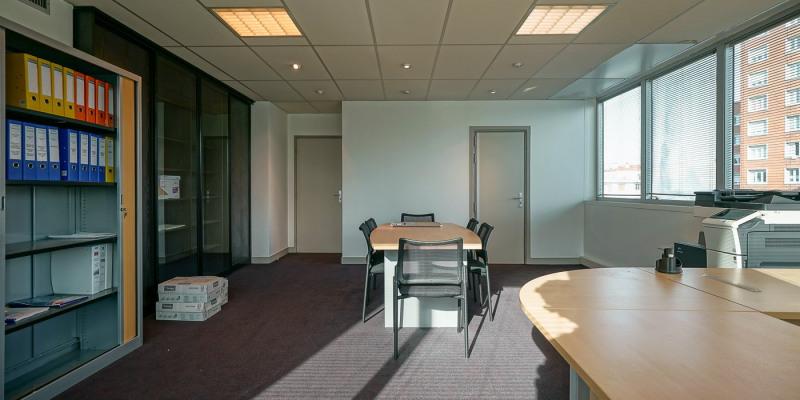 location bureau paris 18 me 75018 bureau paris 18 me de 46 m ref 605. Black Bedroom Furniture Sets. Home Design Ideas