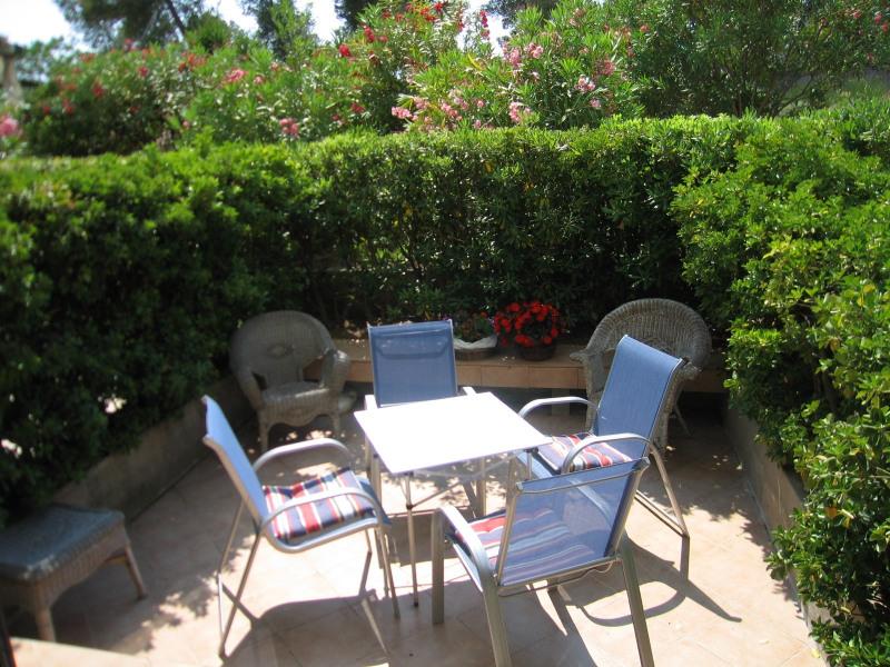 terrasse : table et chaises