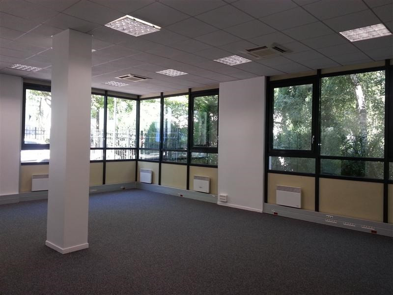 location bureau guyancourt yvelines 78 354 m r f rence n wi y252l. Black Bedroom Furniture Sets. Home Design Ideas