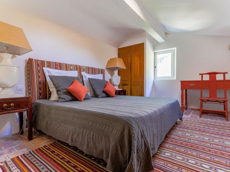 Chambre Terracotta. Chambre à demi étage avec bain.