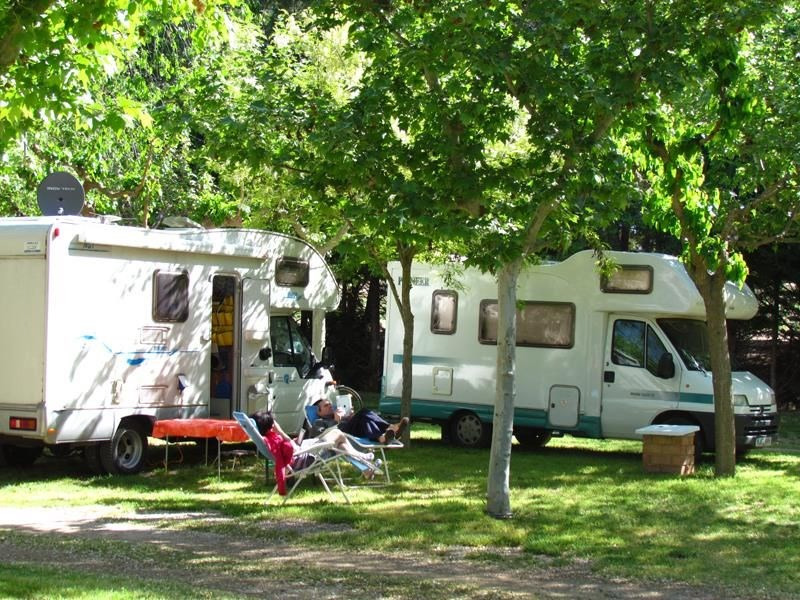 Camping Lake Caspe, 140 emplacements, 40 locatifs