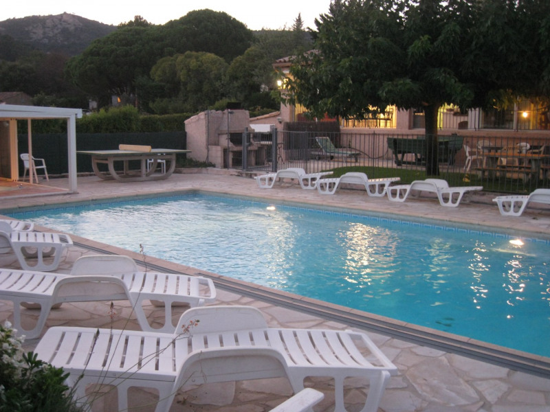 Villajoannis , piscine, jaccuzi, terrasse ombragée, transats,ping pong,barbecue