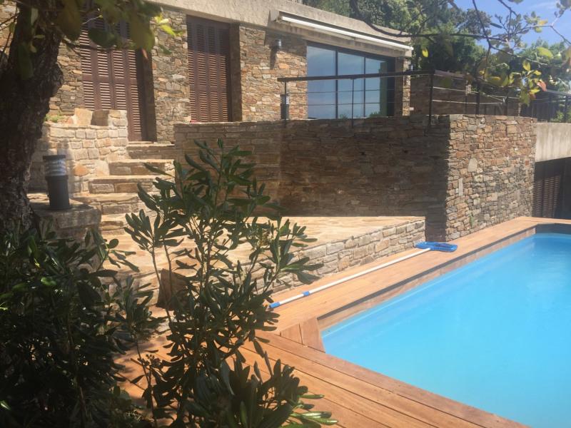 Villa entièrement rénovée, avec piscine, vue splendide  sur les iles d'Or