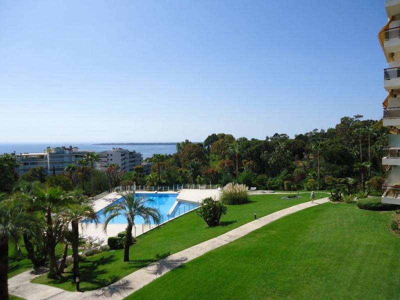 Entre Cannes et Golfe Juan , Belle vue mer à 300 de la plage au calme absolu