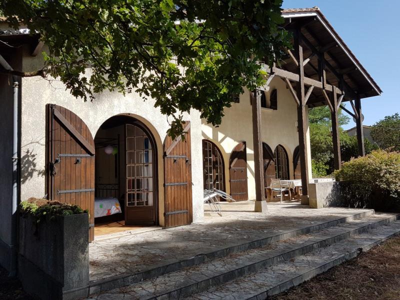 Belle maison individuelle lumineuse  dans un quartier calme à  800 m de la mer et du marché.