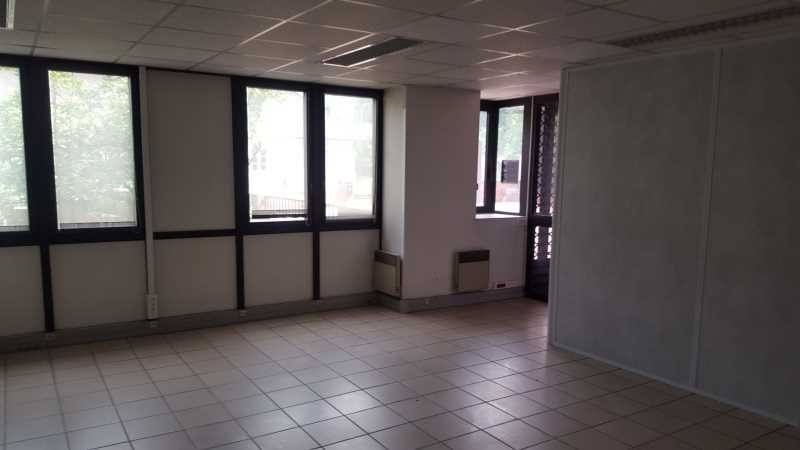Location bureau saint germain en laye pontel 78100 for Bureau 02 villeneuve saint germain