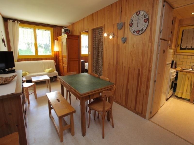 Appartement 6 personnes, 2 chambres dont une cabine, situé à 50 mètres des pistes.