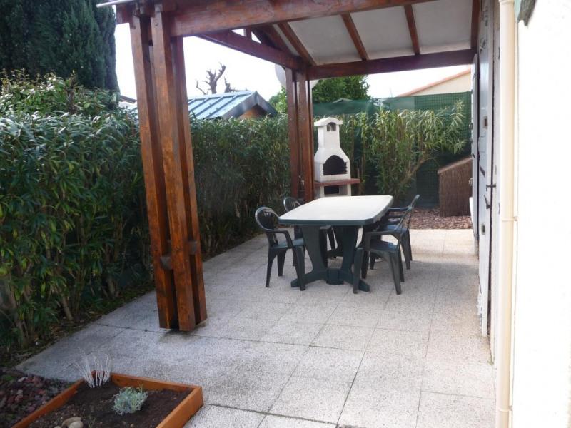 Terrasse préau