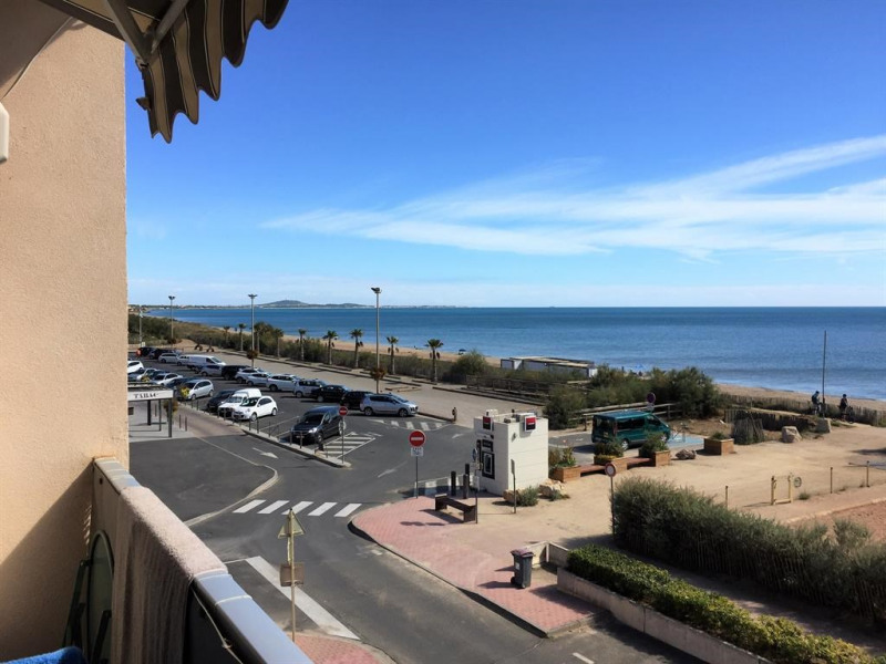 vue balcon proximité commerce, bar,tabac, restaura