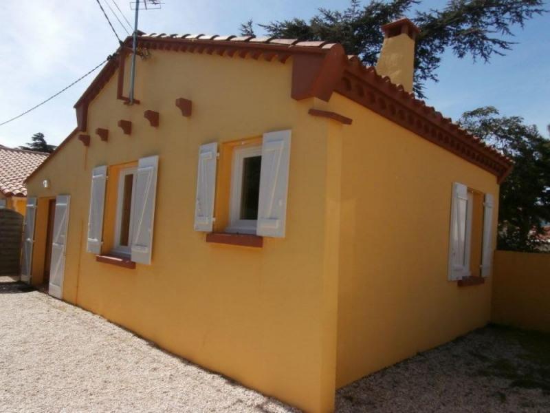 Cette maison de plain pied de type 3 pièces et d'une surface habitable de 70 m² est idéalement située à quelques pas ...