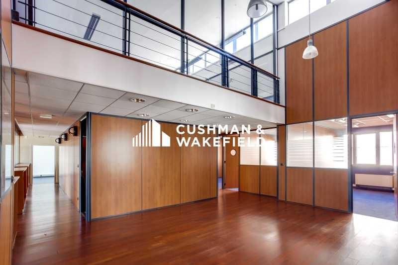 location bureau vaulx en velin le centre 69120 bureau vaulx en velin le centre de 1730 7. Black Bedroom Furniture Sets. Home Design Ideas