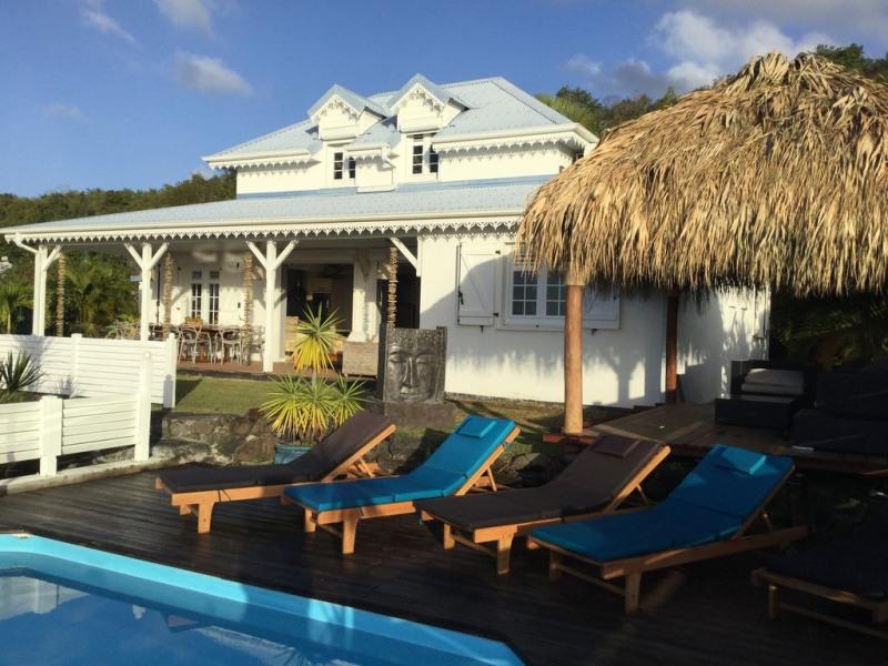 La spacieuse villa Coconut vue magnifique à 180° sur la mer le rocher du Diamant