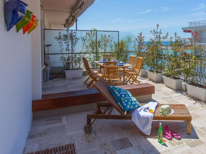 Atyque avec terrasse proche plages
