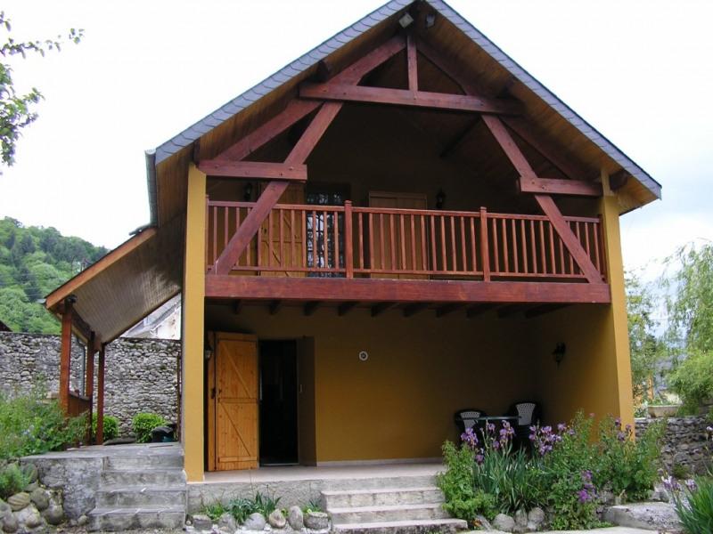 balcon et terrasse + salon de jardin.