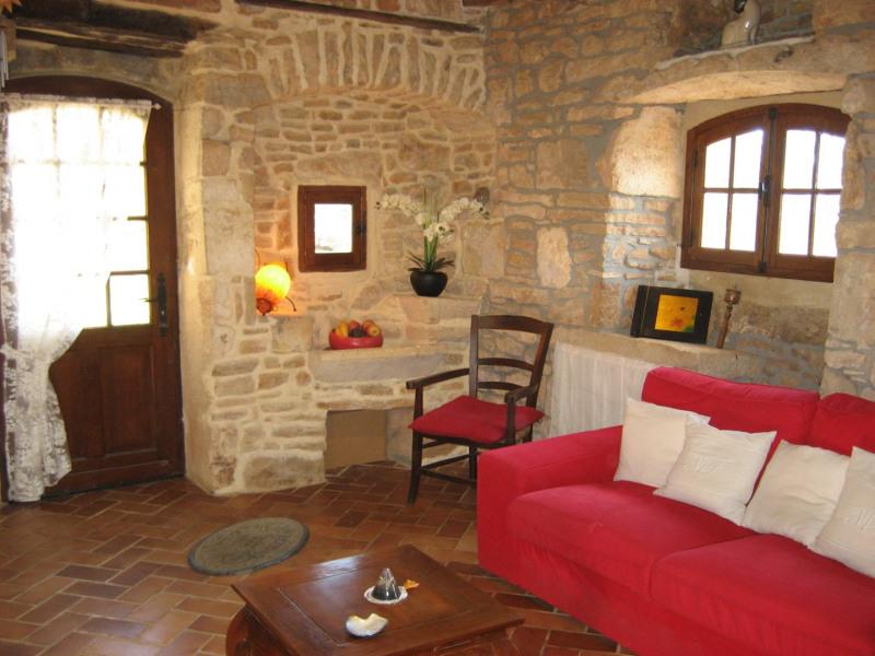 Maison en pierre calme et reposante