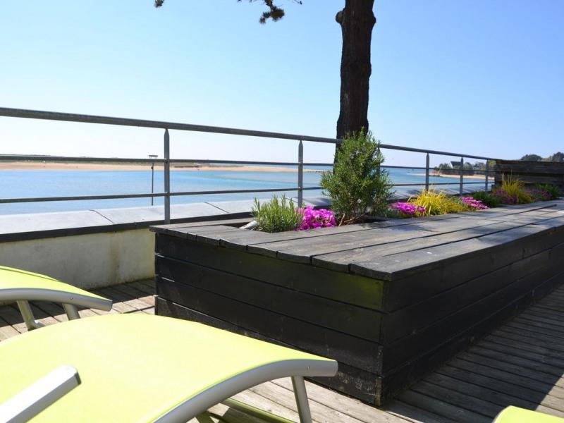 Vue de la terrasse sur la plage et l'entrée de la Laïta