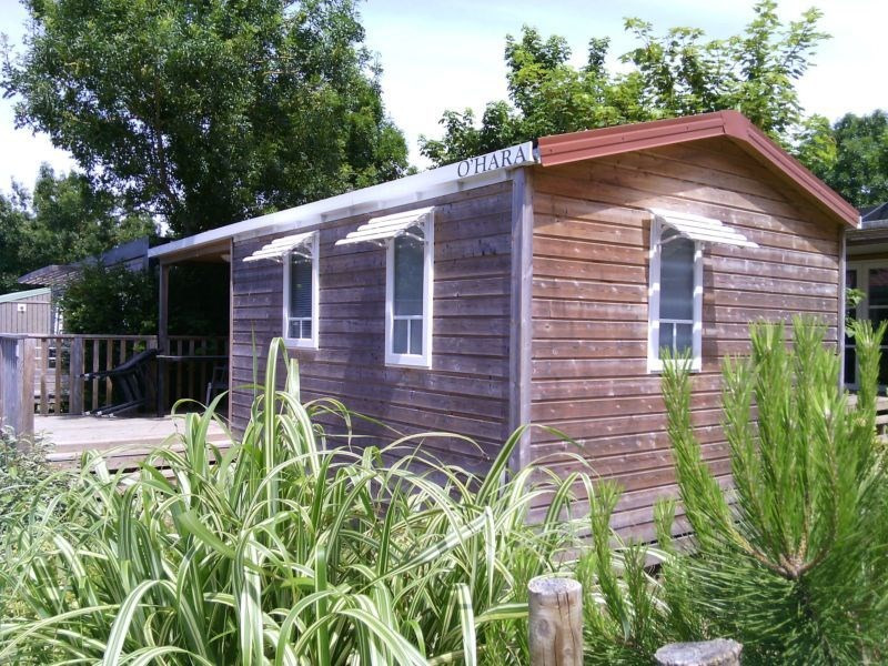 Mobil-Home Terra 4 personnes 2 chambres. Année modèle 2012. Superficie habitable de 27m². Terrasse extérieure intégré...
