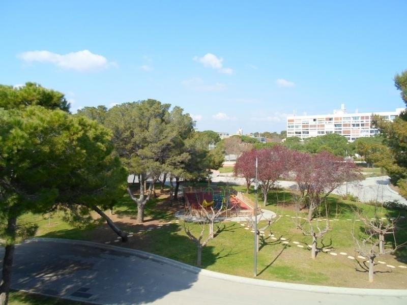 Joli T2 traversant donnant sur le parc et l'établissement thermal