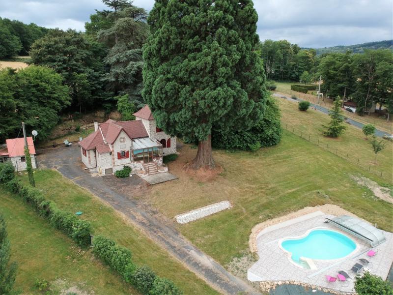 La maison et la piscine vue du ciel !