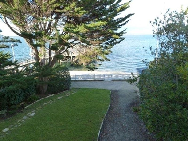 ARCACHON – QUARTIER NOTRE-DAME – Villa familiale en front de mer, accès direct à plage.