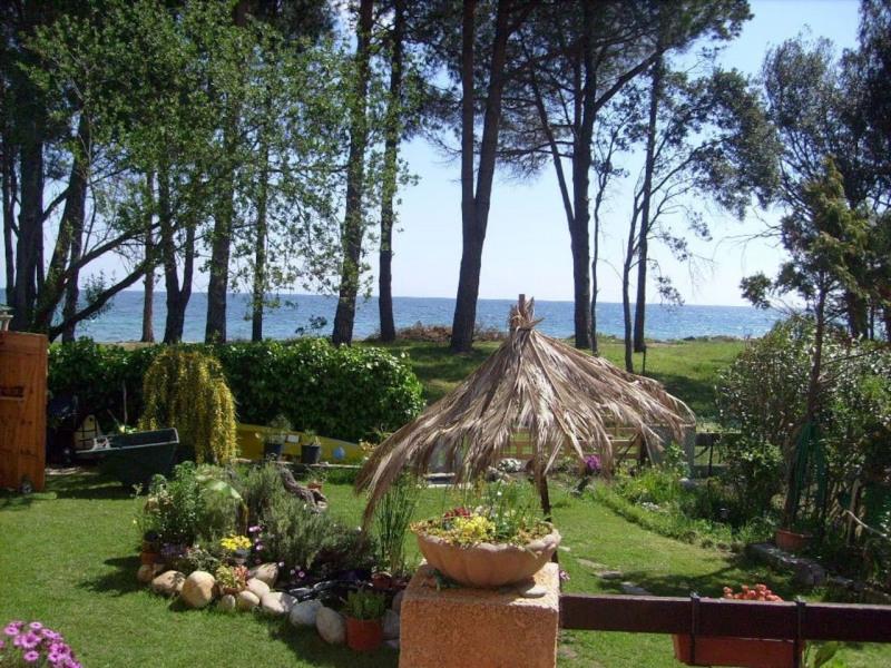 Jardin clôturé en bord de mer