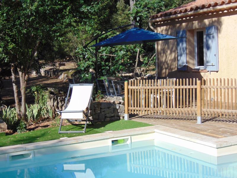 Provence Verte , au calme, villa tout confort  récemment rénovée, 4 chambres avec piscine .