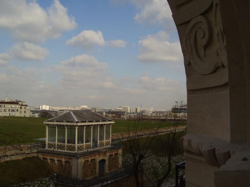 la vue du studio, depuis les réservoirs d'eau haussmanniens jusqu'à Bellevill...