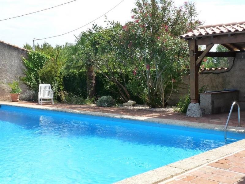 piscine carrelée privative , sécurisée de dimensio