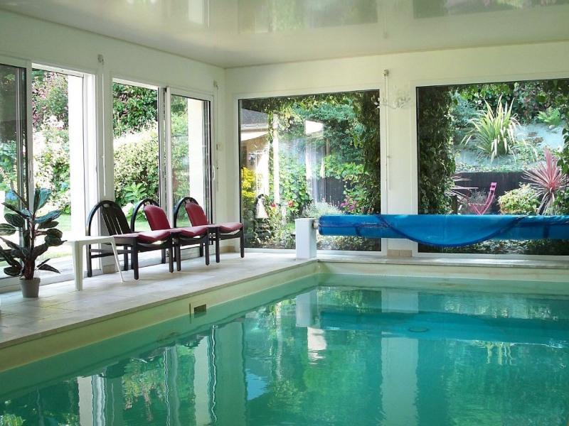 Villa, Maison 18 pers. avec piscine intérieure chauffėe à 30° en bretagne sud