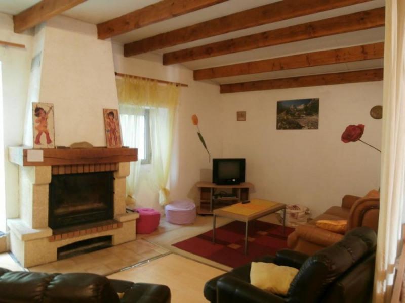 Gîtes de France gîte confortable à l'étage sur 2 niveaux, mitoyen à la maison du propriétaire.