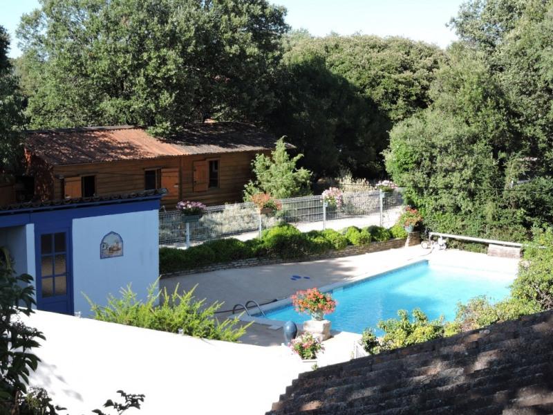 le studio face à la piscine